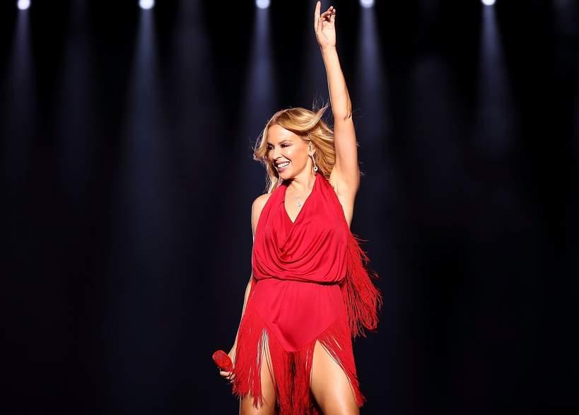 Kylie Minogue 2021 w czerwonej sukience