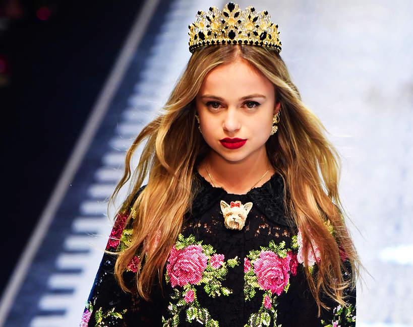 lady-amelia-windsor-to-najpiekniejsza-kobieta-w-rodzinie-krolewskiej-kuzynka-harrego-i-williama-to-prawdziwa-ikona-stylu