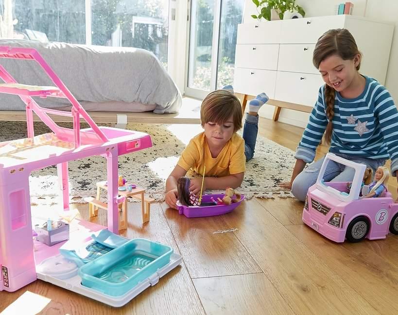 Lalki Barbie uczą empatii