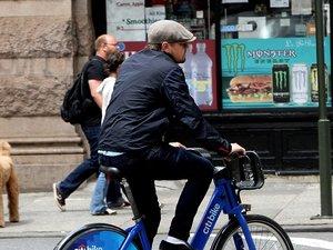 Leonardo DiCaprio na rowerze w Nowym Jorku