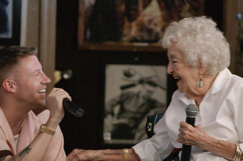 Macklemore z babcią