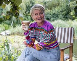 Małgorzata Kożuchowska pozuje w ogrodzie w pięknej letniej stylizacji!