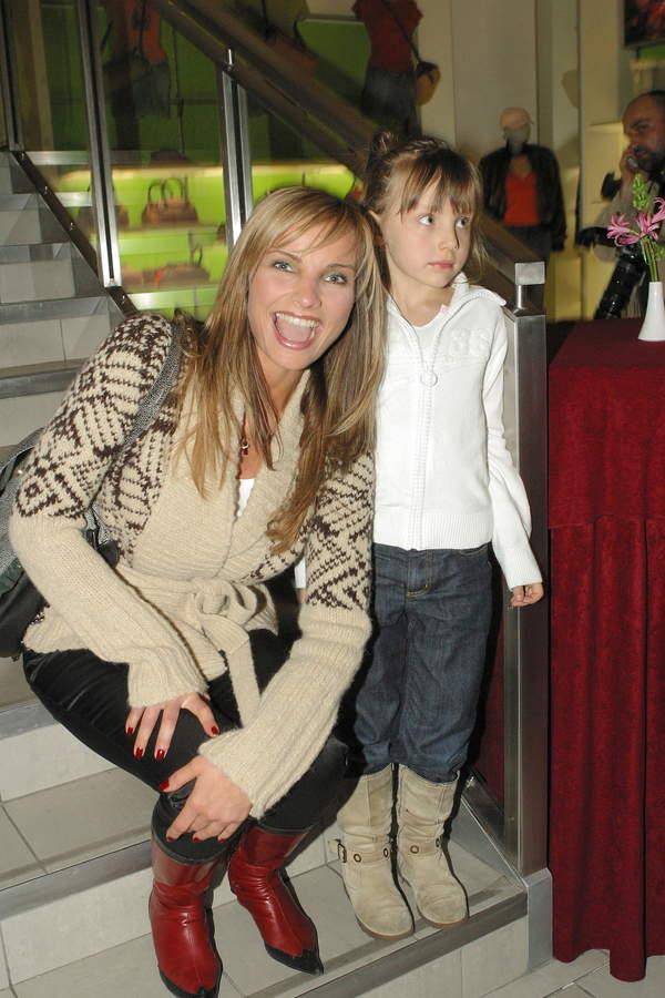 Małgorzata Teodorska z córką Wiktorią, 2004
