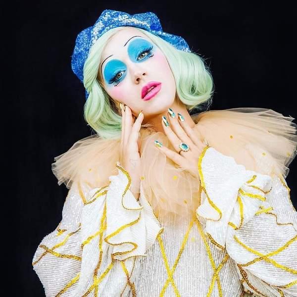 manicure halloween Kourtney Kardashian Katy Perry