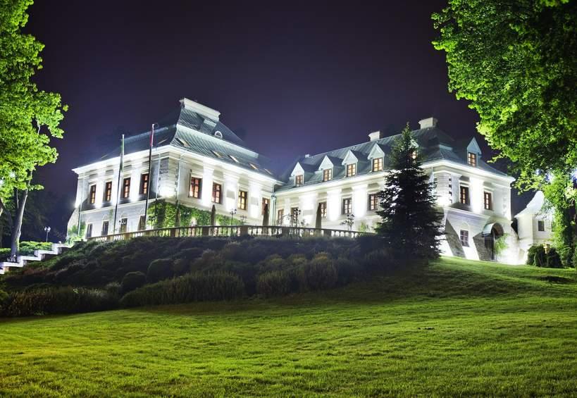 Manor House 2021