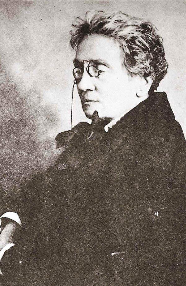 Maria Dulębianka w surducie