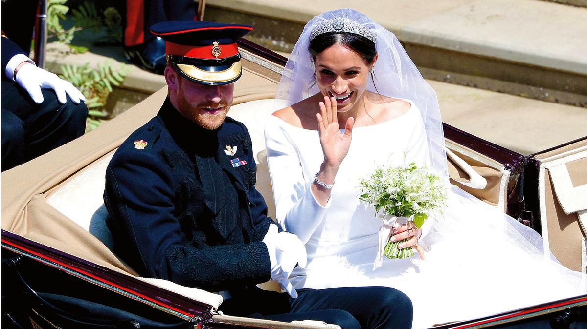 Meghan Markle i książę Harry w karocy