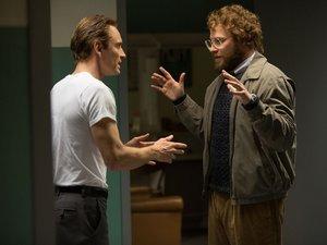 Michael Fassbender jako Steve Jobs i Seth Rogen jako Steve Wozniak