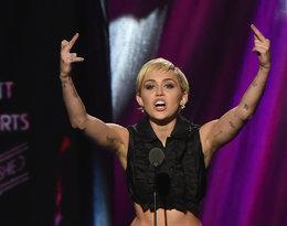 Miley Cyrus z nieogolonymi pachami