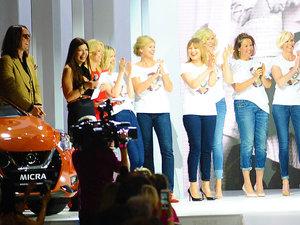 Modelki Mody Polskiej w trakcie pokazu dla Jerzego Antkowiaka