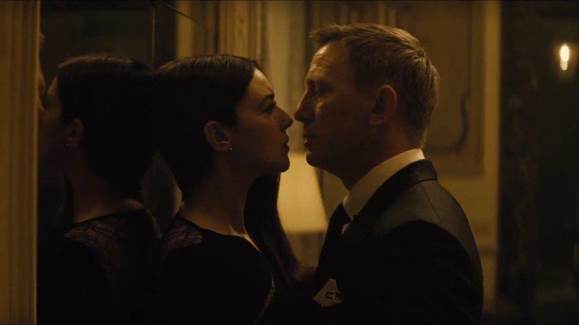 """Monica Bellucci i Daniel Craig całują sie w """"Spectre"""""""