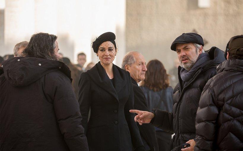 Monica Bellucci i reżyser Sam Mendes na planie