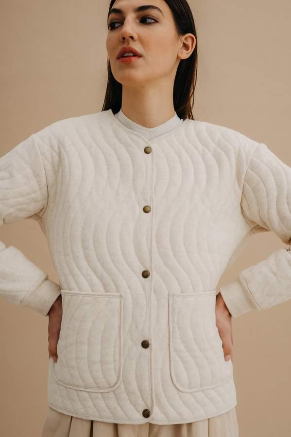 najlepsze-tkaniny-na-jesien-i-zime-jakie-materialy-nosic-by-nie-zmarznac