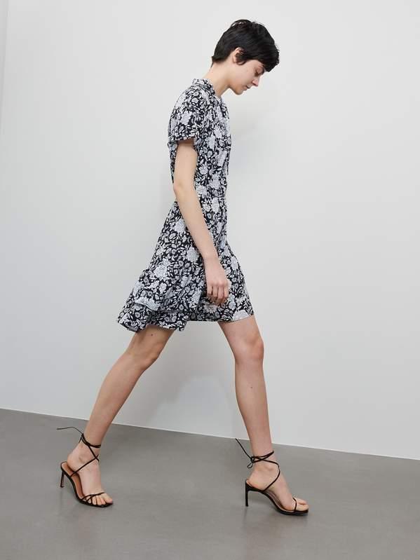 natalia-klimas-w-modnej-sukience-w-kwiaty-na-lato-2020-kupisz-ja-w-reserved1