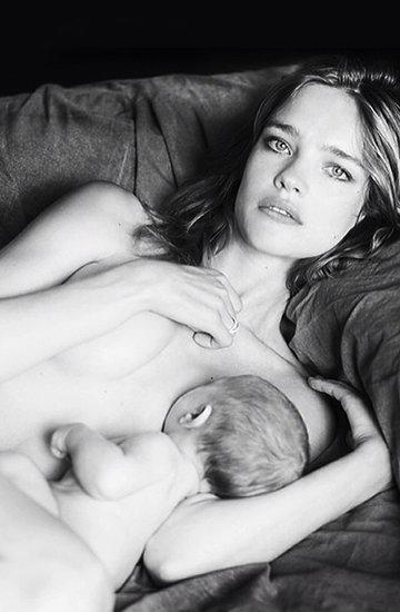 Natalia Vodianova karmi dziecko piersią