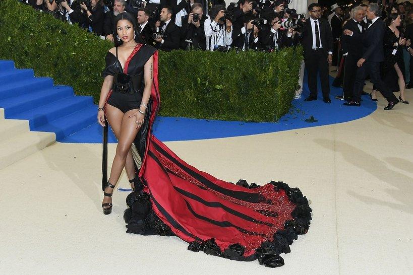 Nicki Minaj na Gali MET w kreacji marki H&M.