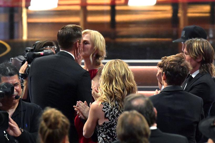 Nicole Kidman całuje Alexandra Skarsgarda