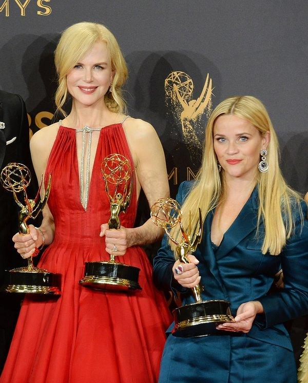 Nicole Kidman i Reese Whiterspoon ze statuetkami Emmy