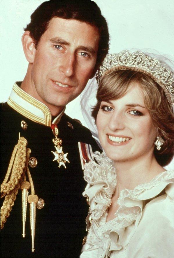 Oficjalny portret ślubny Diany i Karola