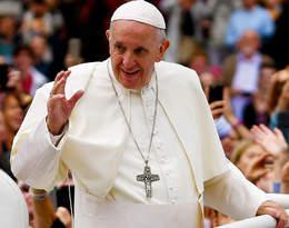 """Papież Franciszek o związkach partnerskich: """"Osoby homoseksualne mają prawo dobycia wrodzinie"""""""