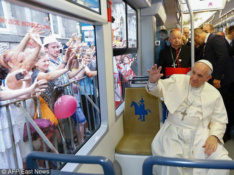 papież Franciszek w tramwaju