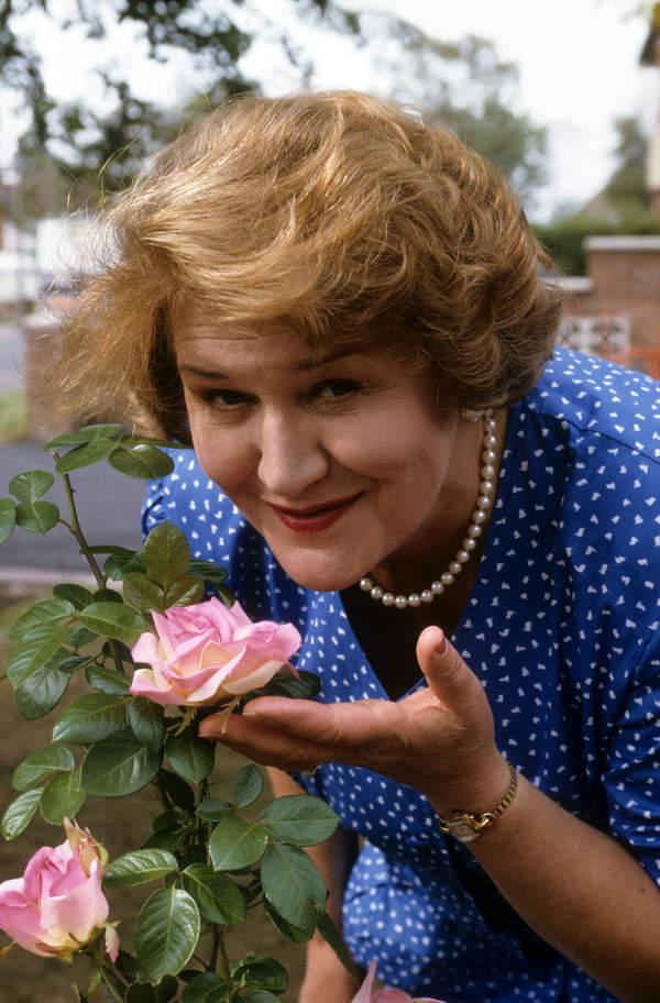 Patricia Routledge, co ludzie powiedzą serial, 1990 rok