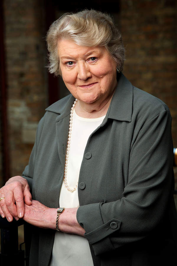Patricia Routledge, Hiacynta Bukiet(Bucket)
