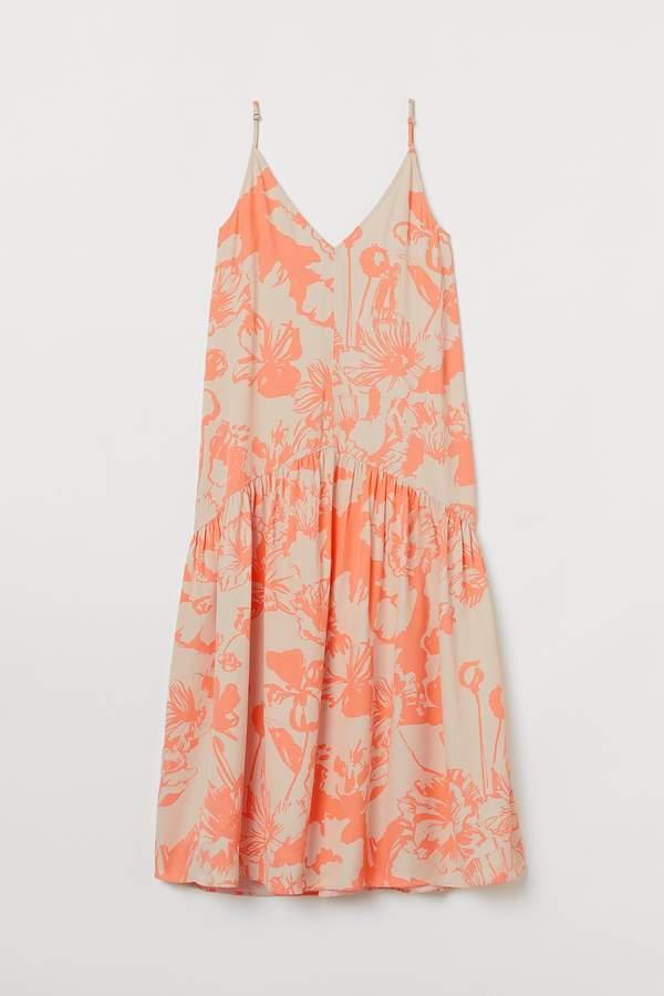 paulina-sykut-jezyna-w-romantycznej-sukience-na-lato-2020-podobna-kupisz-w-hm-na-wyprzedazach
