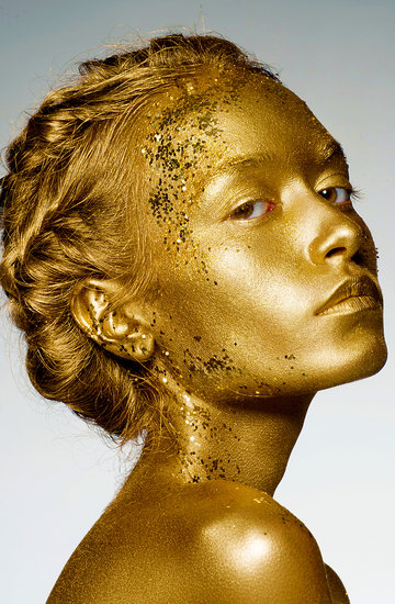 Perfumy w złotych flakonach