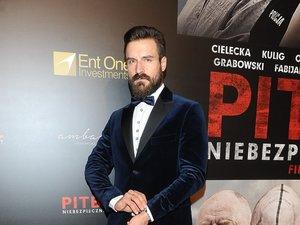 Piotr Stramowski na premierze filmu Pitbull. Niebezpieczne kobiety