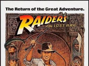 plakat filmu Poszukiwacze zaginionej Arki. Steven Spielberg, Harrison Ford, Indiana Jones