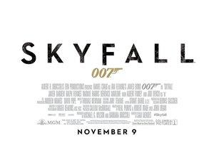plakat filmu Skyfall