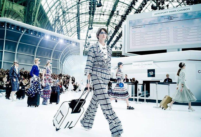 """Pokaz Chanel """"Airlines"""" wiosna-lato 2016"""