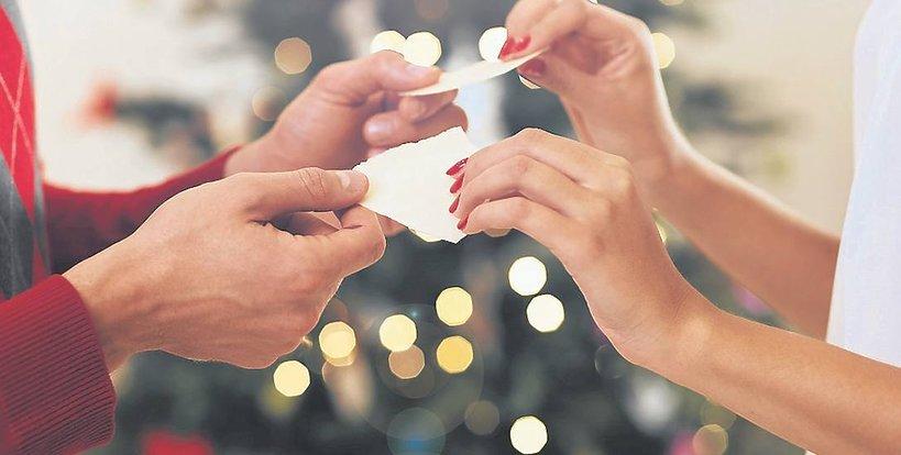 Polskie tradycje świąteczne. Dzielenie się opłatkiem