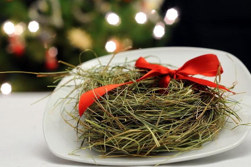 Polskie tradycje świąteczne. Sianko pod obrusem