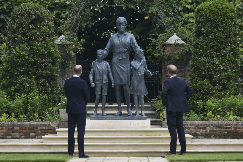 Pomnik księżnej dIany Harry i William