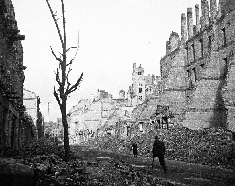 Powstanie Warszawskie, zniszczona Warszawa