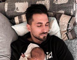 Rafał Maślak na wspólnym zdjęciu z synkiem, Maksymilianem