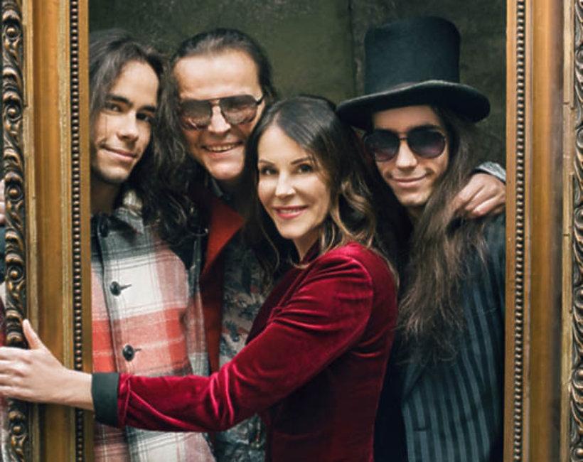 Robert Gawliński z żoną Moniką i synami Beniaminem i Emanuelem, VIVA! kwiecień 2016