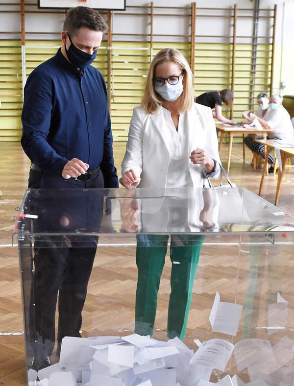 Rodzina Trzaskowskiego na głosowaniu, wybory prezydenckie 2020
