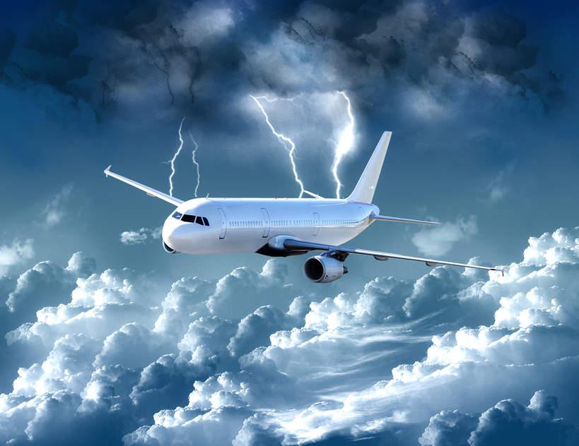 Samolot w burzy