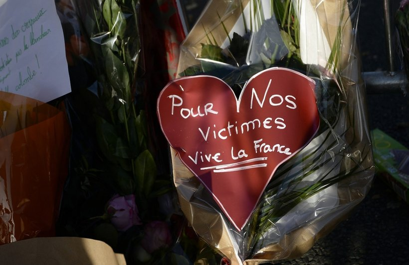 Serce pod klubem Bataclan w Paryżu