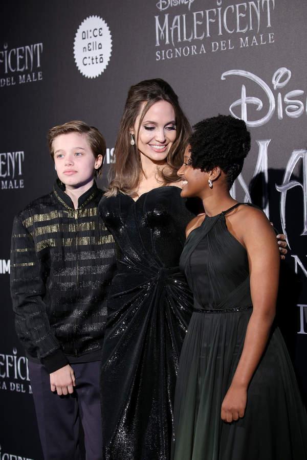 Shiloh Jolie-Pitt, Zahara Jolie-Pitt, Angelina Jolie