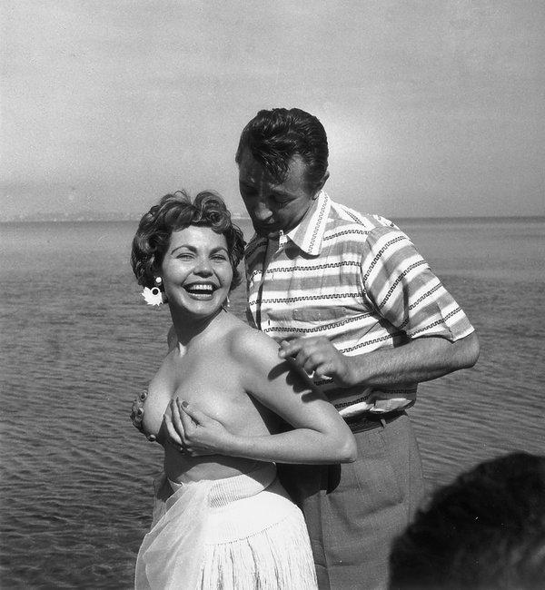 Silvia Simone i Robert Mitchum