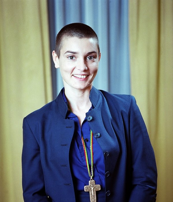 Sinead O'Connor łysa