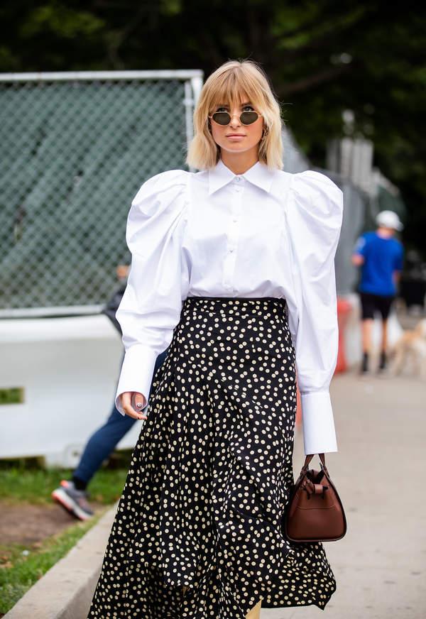 spodnice-w-grochy-z-modnymi-koszulami-na-lato-2020