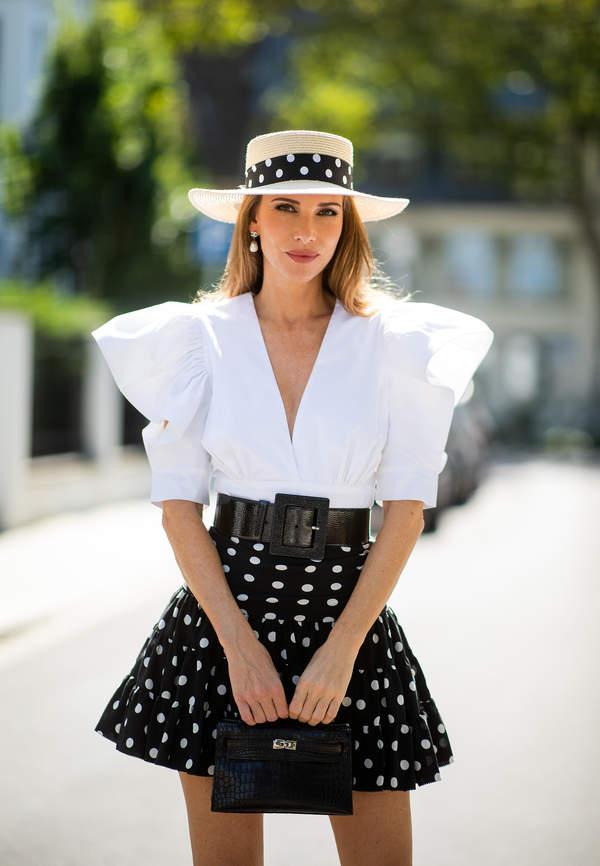 spodnice-w-kropki-z-modnymi-koszulami-na-lato-2020