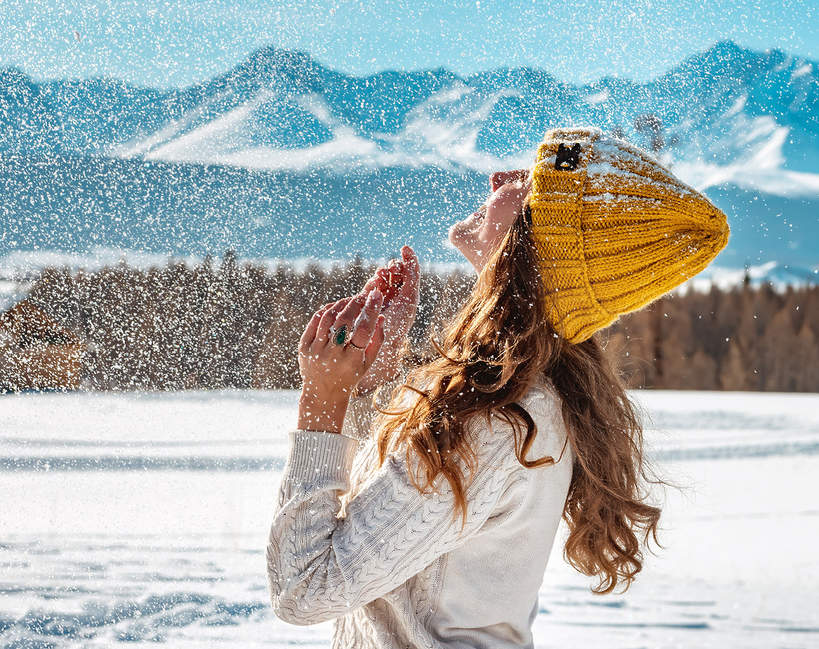 Sportowa moda na zimę 2021. Jak się ubrać na trening na świeżym powietrzu?