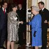 spotkanie królwej Elżbiety II z Joan Collins