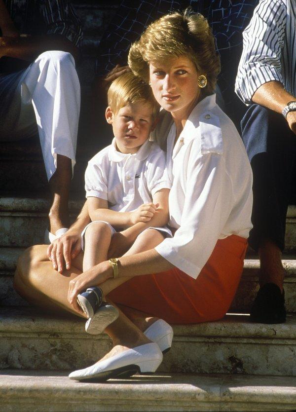 Styl księżnej Diany, księżna Diana w białych butach